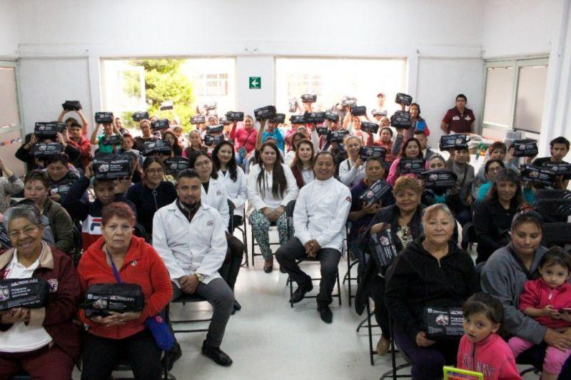 ENTREGA DE KITS DENTALES A FAMILIAS DE CHICOLOAPAN
